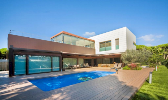 Stunning villa on a large plot of 1000 m2 close to the beach in Castelldefels | 0-lusavillaforsalecastelldefelsbarcelonapng-2-570x340-png