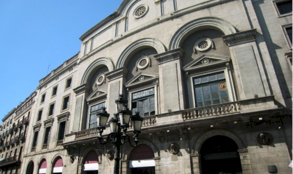 Historic building with possibility of reconstruction to 4 stars hotel on sale, with arendator, Las Ramblas | 1-lusabuildingsaleramblabarcelonapng-2-570x340-png