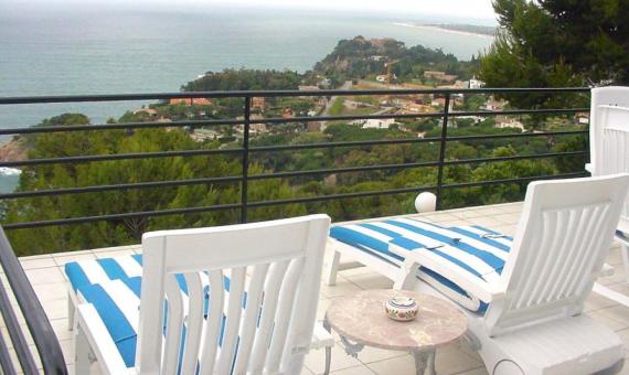 Вилла на участке 1300 м2 с бассейном и видом на море в Бланесе | 3