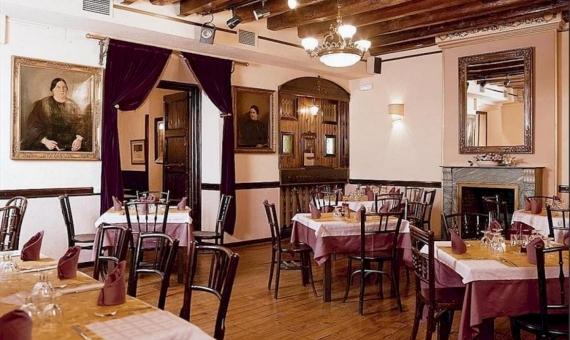 Здание 950 м2 с лицензией под ресторан и возможностью реконструкции в отель в Старом Городе | 0-lusabuildingrestauranttobuybarcelonapng-2-570x340-png