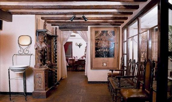 Здание 950 м2 с лицензией под ресторан и возможностью реконструкции в отель в Старом Городе | 2