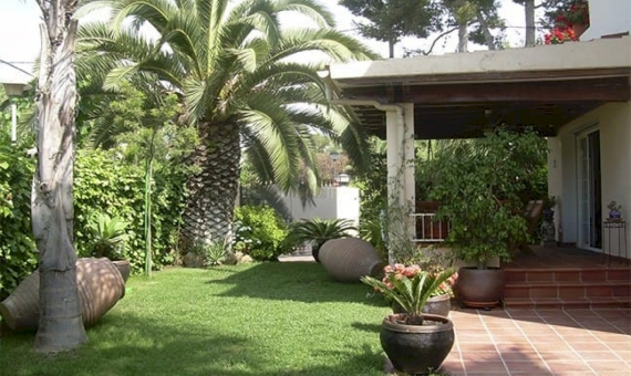 Beautiful villa near the beach in the most exclusive area of Sitges | 1