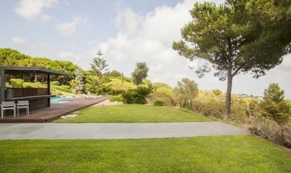 Luxury modern villa on sale with big plot close to Barcelona | 1