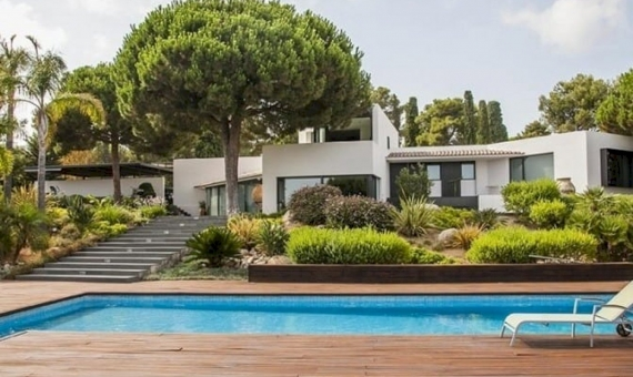 Luxury modern villa on sale with big plot close to Barcelona | 10321-12-570x340-jpg