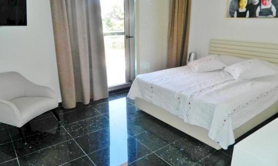 Casa de estilo moderno con dormitorios grandes a la venta en Sitges | 1