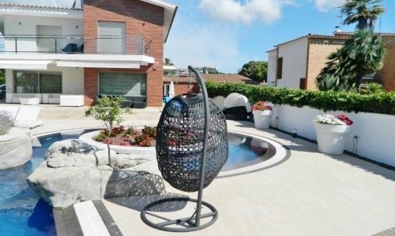 Дом 300 м2 с бассейном рядом с пляжем в Ситжесе | 10694-12-570x340-jpg