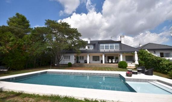 - Дом 570 м2 с садом и бассейном в Сан Кугат