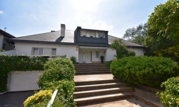Дом 570 м2 с садом и бассейном в Сан Кугат | 1