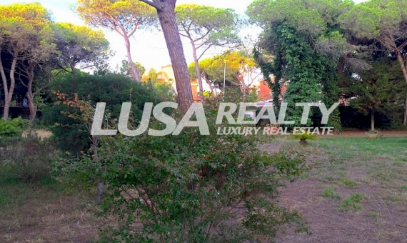 Large flat plot with house to restore in Gava Mar just 100 meters from the beach | 10808-7-570x340-jpg