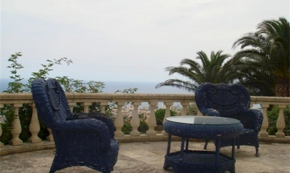 Detached house in classic style with panoramic sea views | 4