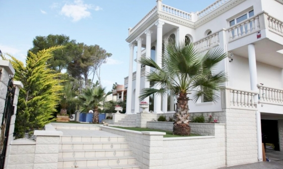 Elegant villa on sale, close to the sea and center of Playa de Aro | 2