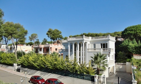 Elegant villa on sale, close to the sea and center of Playa de Aro | 11218-11-570x340-jpg