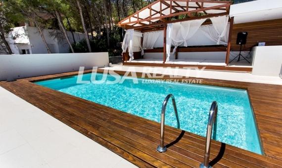 Luxury villa with views in Les Botigues de Sitges | 3