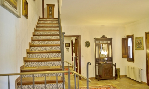 Exclusive country-house with horse stables | 2