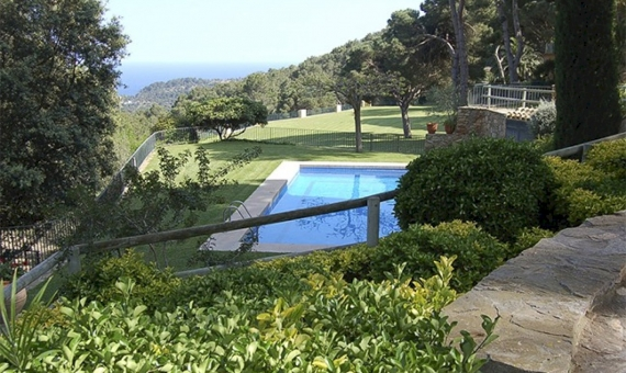 Beautiful houses on the plot of 45.000 m2 with spectacular sea views in Begur | 11834-4-570x340-jpg