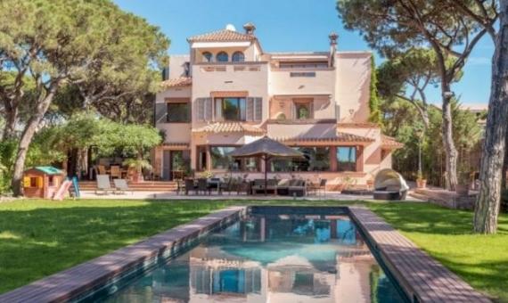 Luxury villa with big plot for sale in Gava Mar | 121-3-570x340-jpg