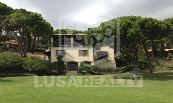 4029  House of 5500 m2 on plot of  m2 with spectacular views in Begur | 12105-3-570x340-jpg