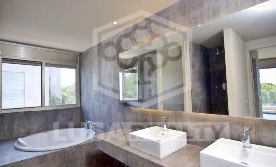 Modern house right on the seafront in luxury area of Gava Mar | 1