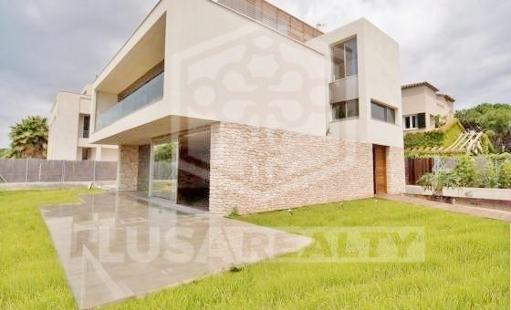 Modern house right on the seafront in luxury area of Gava Mar | 12293-3-560x340-jpg