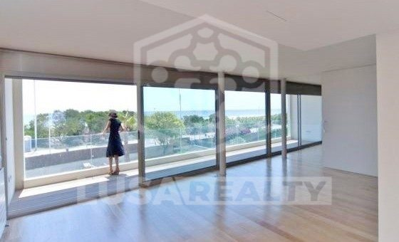 Modern house right on the seafront in luxury area of Gava Mar | 4