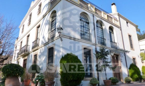 Manor on sale close to Barcelona with hotel license | 1