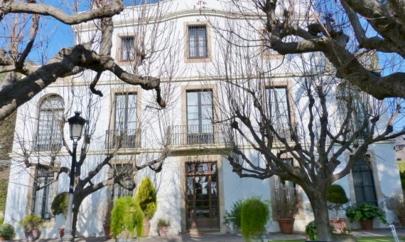 Manor on sale close to Barcelona with hotel license | 12439-15-1-570x340-jpg