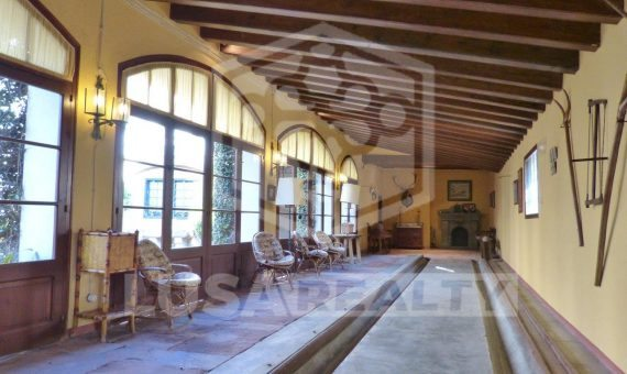 Manor on sale close to Barcelona with hotel license | 3