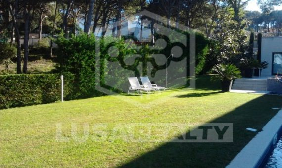 Дом 360 м2 с бассейном и рядом с пляжем в Калонже | 4