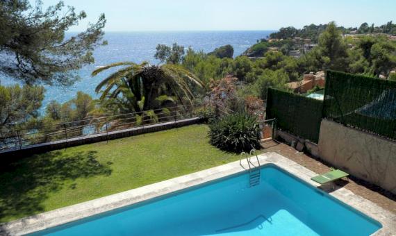 Villa 540 m2 in the first sea line | 1