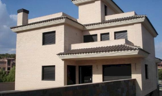 - Вилла 280м2 новой постройки в Калафель