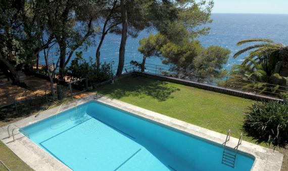Villa 540 m2 in the first sea line | 2