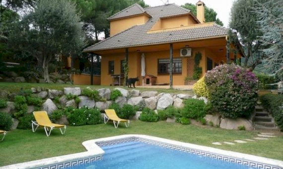 Detached house of 240 m2 in Cabrils | 2