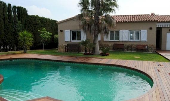 - Villa in Mas Palli a few minutes drive from the sea