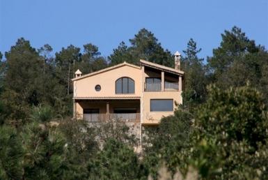 Дом на участке 5000м2 с видами на море и лес в Льорет-де-Мар