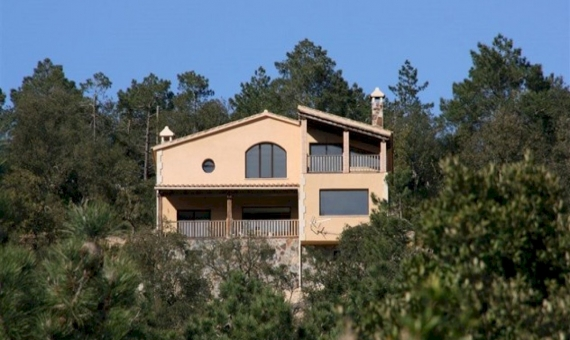 - Дом на участке 5000м2 с видами на море и лес в Льорет-де-Мар