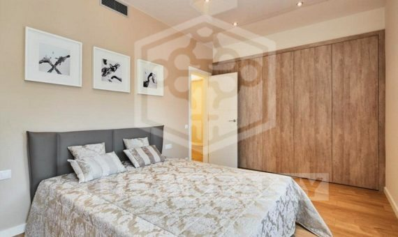 Designed flat close to the center in Eixample | 1