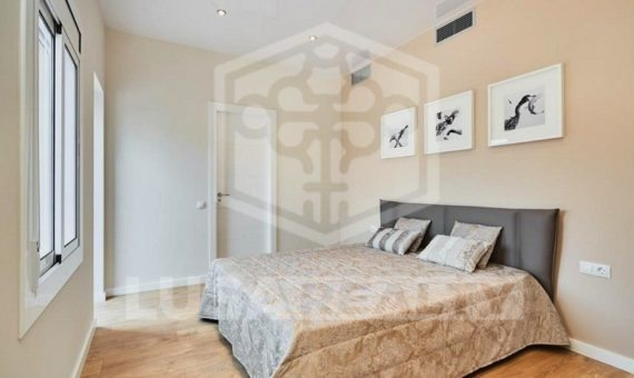 Designed flat close to the center in Eixample | 4