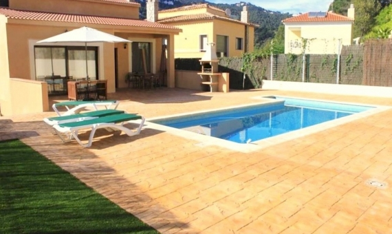 Big house close to the beach on sale in LLoret de Mar | 2