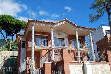 Дом 350 м2 у моря в Плайя де Аро