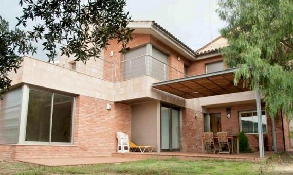 - Spacious modern villa with sea views on sale in Vilassar de Dalt