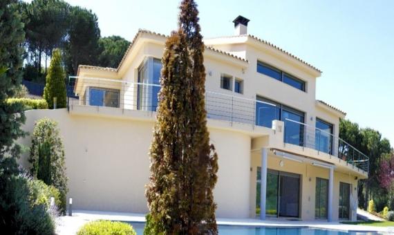 - Дом с видами на море на участке 2000 м2 в Сан-Андрес-де-Льеванерас