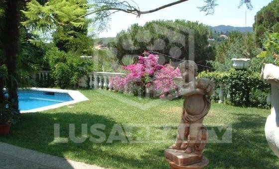 3114  House of 650 m2 with pool in a green residential area of Cabrils | 1