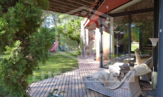 Дом на участке 1030 м2 с бассейном в Кастельдефельсе | 2