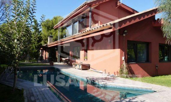 Дом на участке 1030 м2 с бассейном в Кастельдефельсе | 7892-10-570x340-jpg
