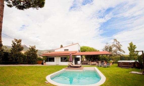 Современный дом с участком площадью 1150 м2 в Кабрера-де-Мар | 1