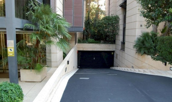 Luxury flat of 230 m2 with private garden of 230 m2 in Sarria | 2