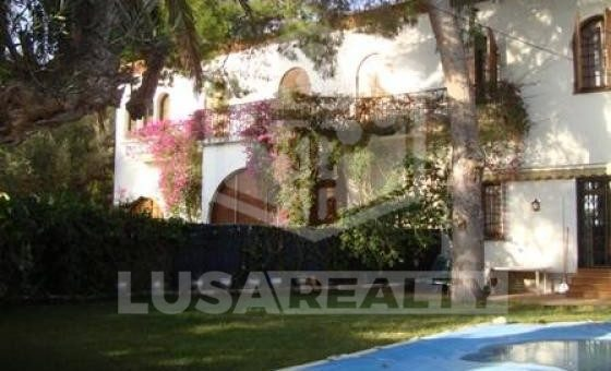 2184 - Modernist style house with a large terrace in Castelldefels
