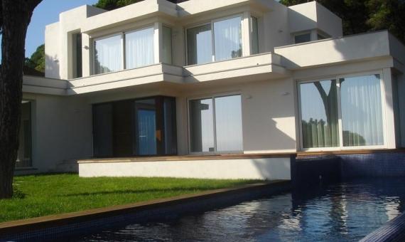 Продажа виллы с бассейном в охраняемой урбанизации Кала Сан Францеск в Бланесе | 1