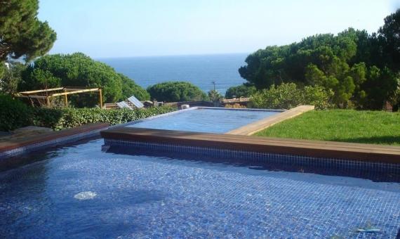 Продажа виллы с бассейном в охраняемой урбанизации Кала Сан Францеск в Бланесе | 2