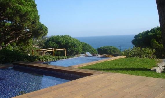 Продажа виллы с бассейном в охраняемой урбанизации Кала Сан Францеск в Бланесе | 3